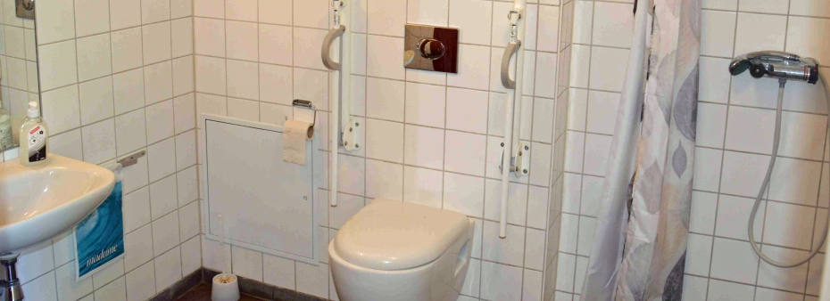 Handicaptoilet med bad